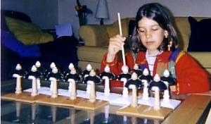 Ecouter, comparer, classer les sons. Un travail exceptionnel grâce aux clochettes Montessori.